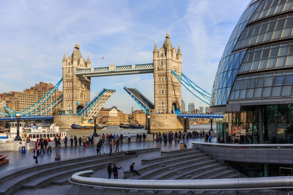 Opening Tower Bridge in London, UK - Planet Travel Advisor