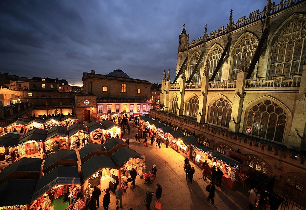 Christmas Shoppers Browse the Offerings at the Bath - Christmas Traditions in England