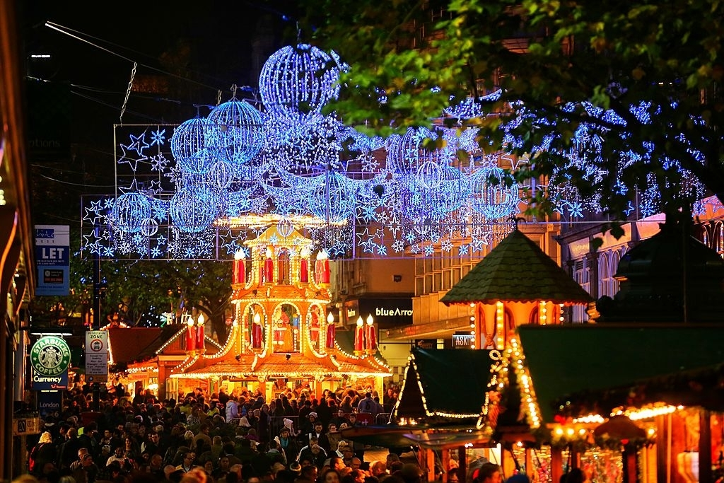 Visitors and Christmas Shoppers Enjoy Birminghams Frankfurt - Christmas Traditions in England